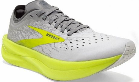Arrivage de nouvelles chaussures avec plaque carbone à Seynod RRUN